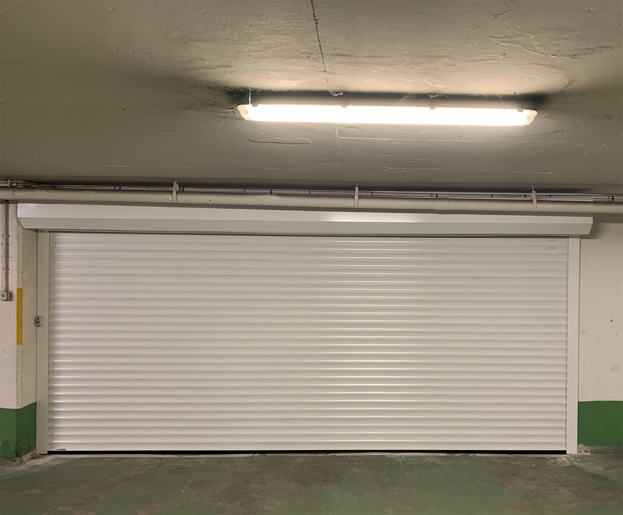 Porte de garage enroulable Lakal