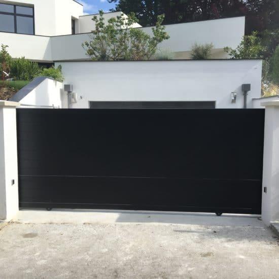 Portail aluminium coulissant noir KSM Tonga évolution