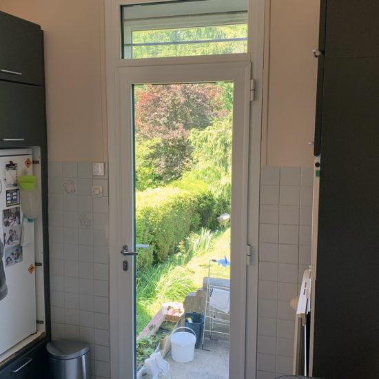 Porte d'entrée secondaire pour maison
