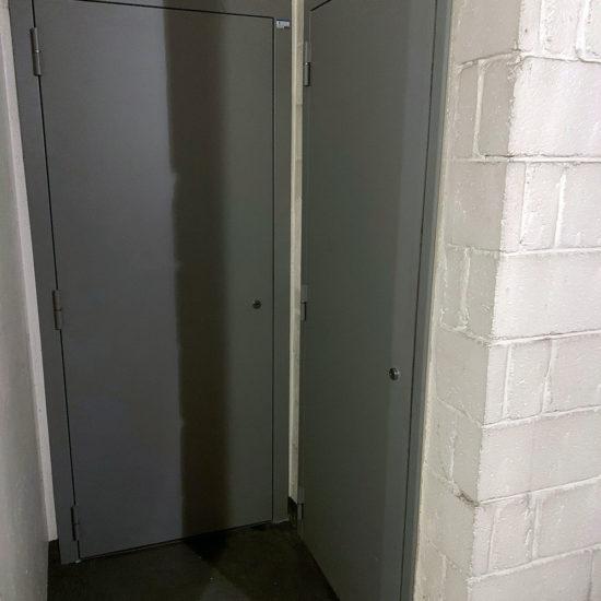 Porte de cave blindée finition apprêt gris
